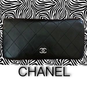 Auth CHANEL Quilted Leather CC Logo Bifold Wallet